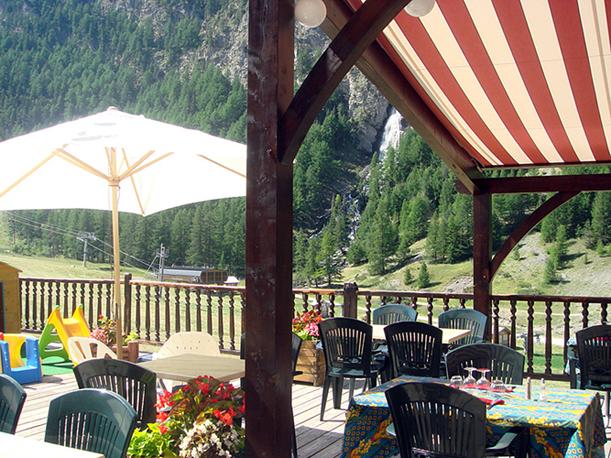 hotel cascade hiver été ski pied des pistes